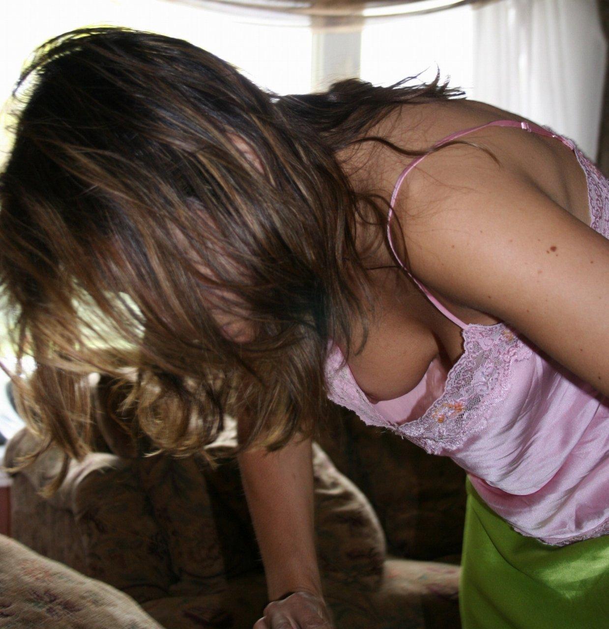 家庭教師をしているjk生徒の胸チラ盗撮エロ画像11枚目