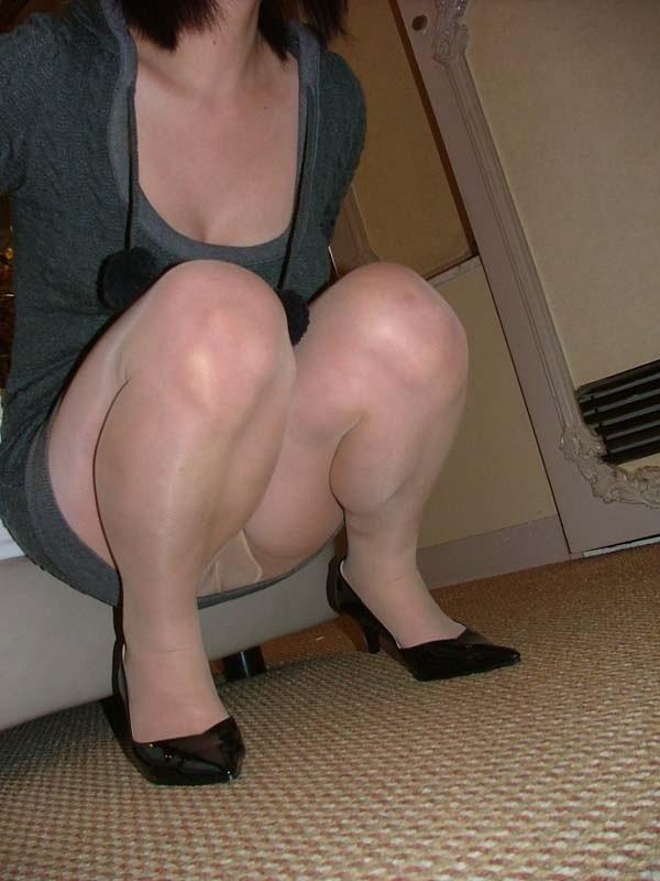 豊満なデブ不倫人妻の巨乳パンスト姿のエロ画像4枚目