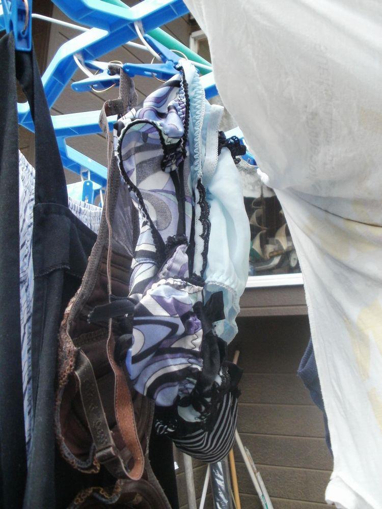 近所のjkのベランダに干されたパンストと下着の盗撮エロ画像7枚目