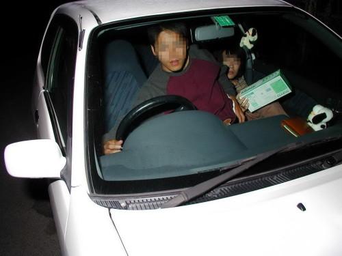 超熟なセフレとカーセックス中を盗撮されたエロ画像11枚目