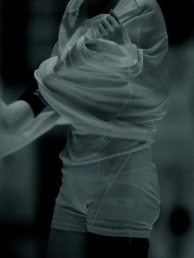 素人イベントで未熟なワレメまで透けた赤外線盗撮エロ画像15枚目