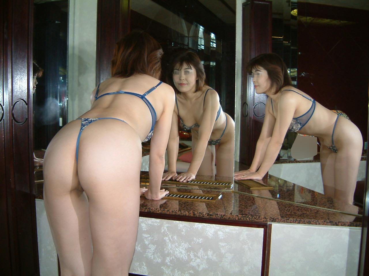 凄い色のセクシー下着で不倫をする淫乱人妻のエロ画像8枚目