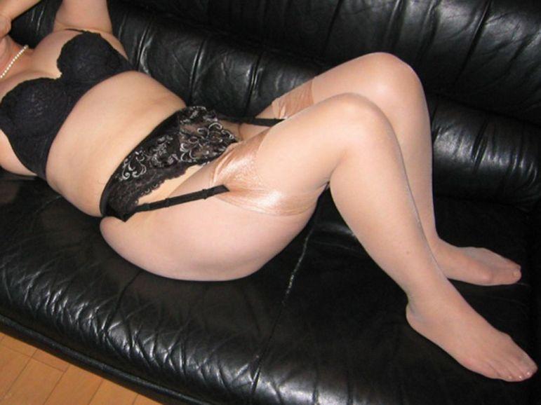 凄い色のセクシー下着で不倫をする淫乱人妻のエロ画像12枚目