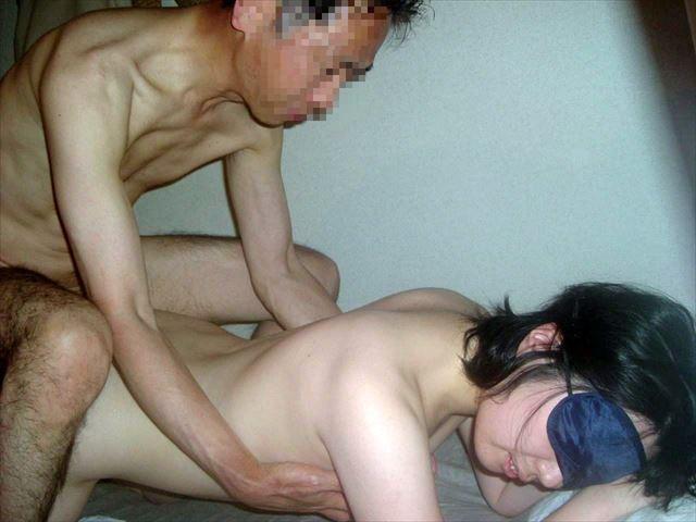 デカパイの人妻とラブホで不倫自撮りするエロ画像4枚目