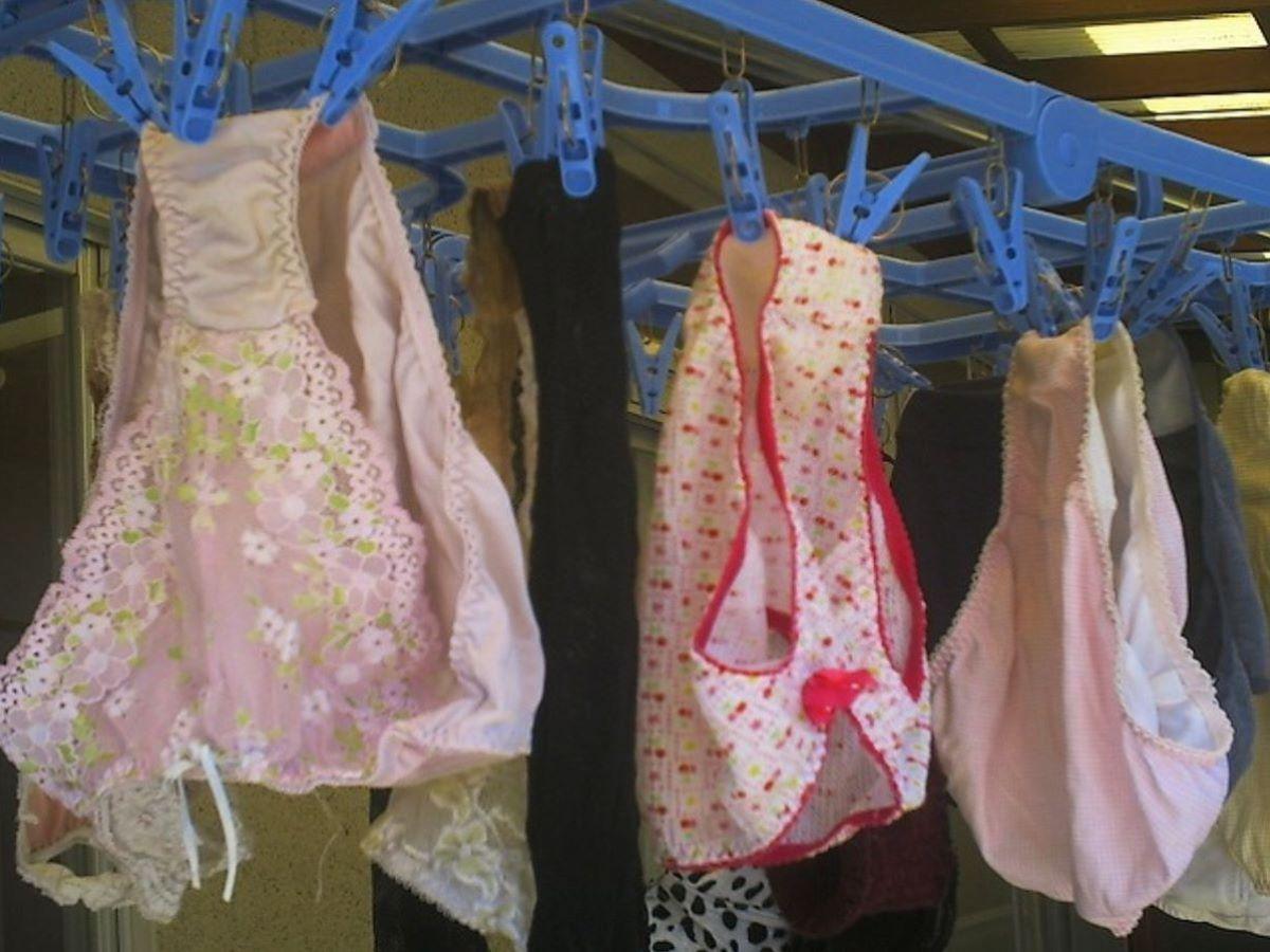 ピンクとブルーの清楚なベランダの下着盗撮エロ画像3枚目