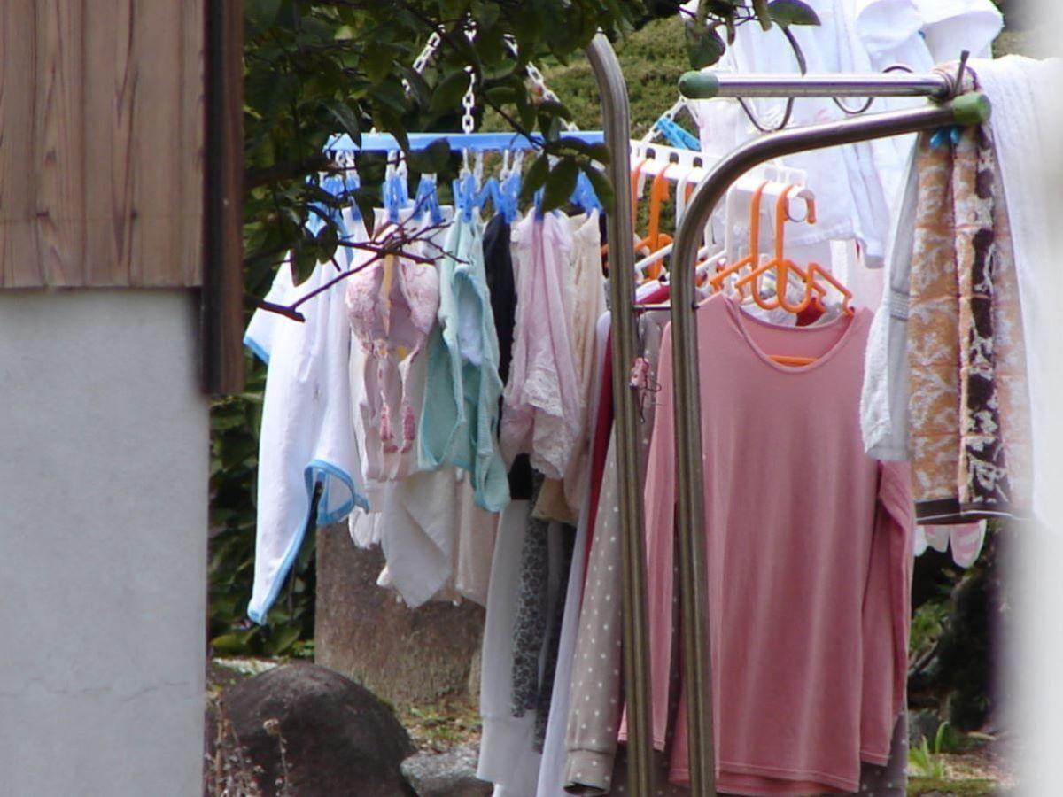 ピンクとブルーの清楚なベランダの下着盗撮エロ画像4枚目