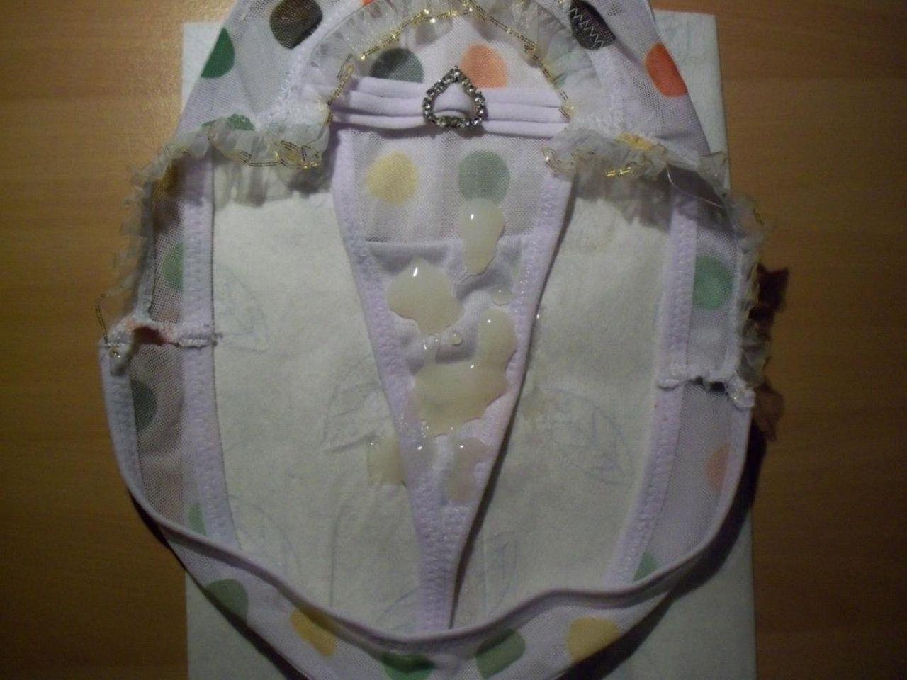 姉の紐パンツでパンコキ中出し射精するエロ画像3枚目