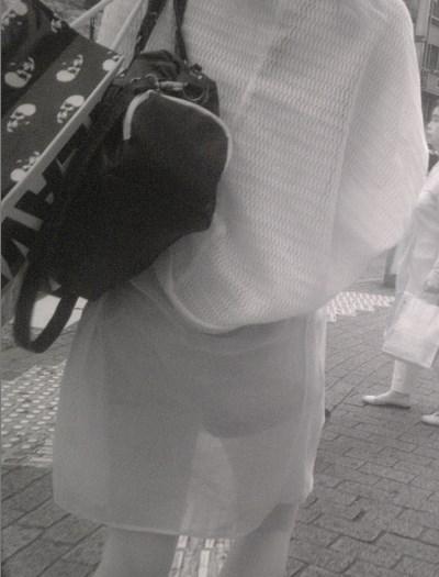 jk達の下着どころか筋肉の動きまで解る程の赤外線盗撮エロ画像14枚目