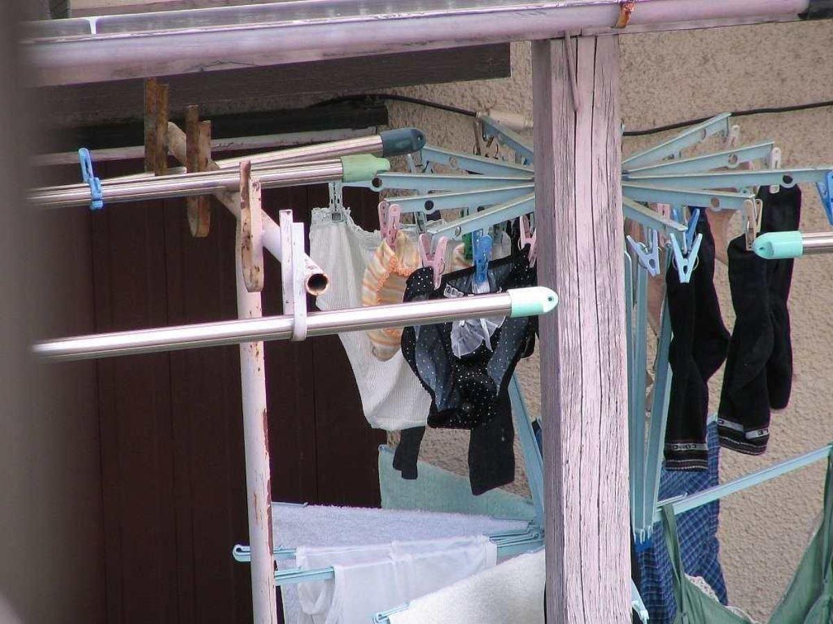 民家のベランダに下着泥棒が忍び込んで盗撮のマニアエロ画像13枚目