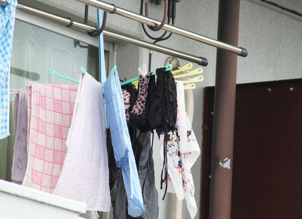 隣の部屋の住民から盗撮されたベランダの下着画像8枚目