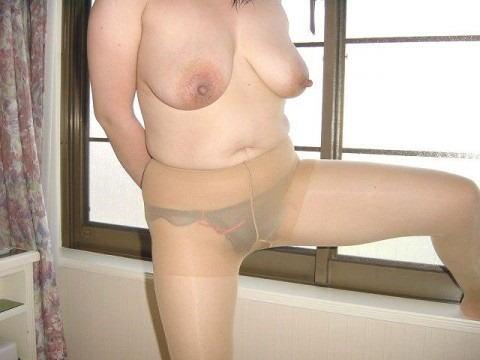巨尻すぎる欲求不満の性獣不倫人妻のパンストエロ画像13枚目