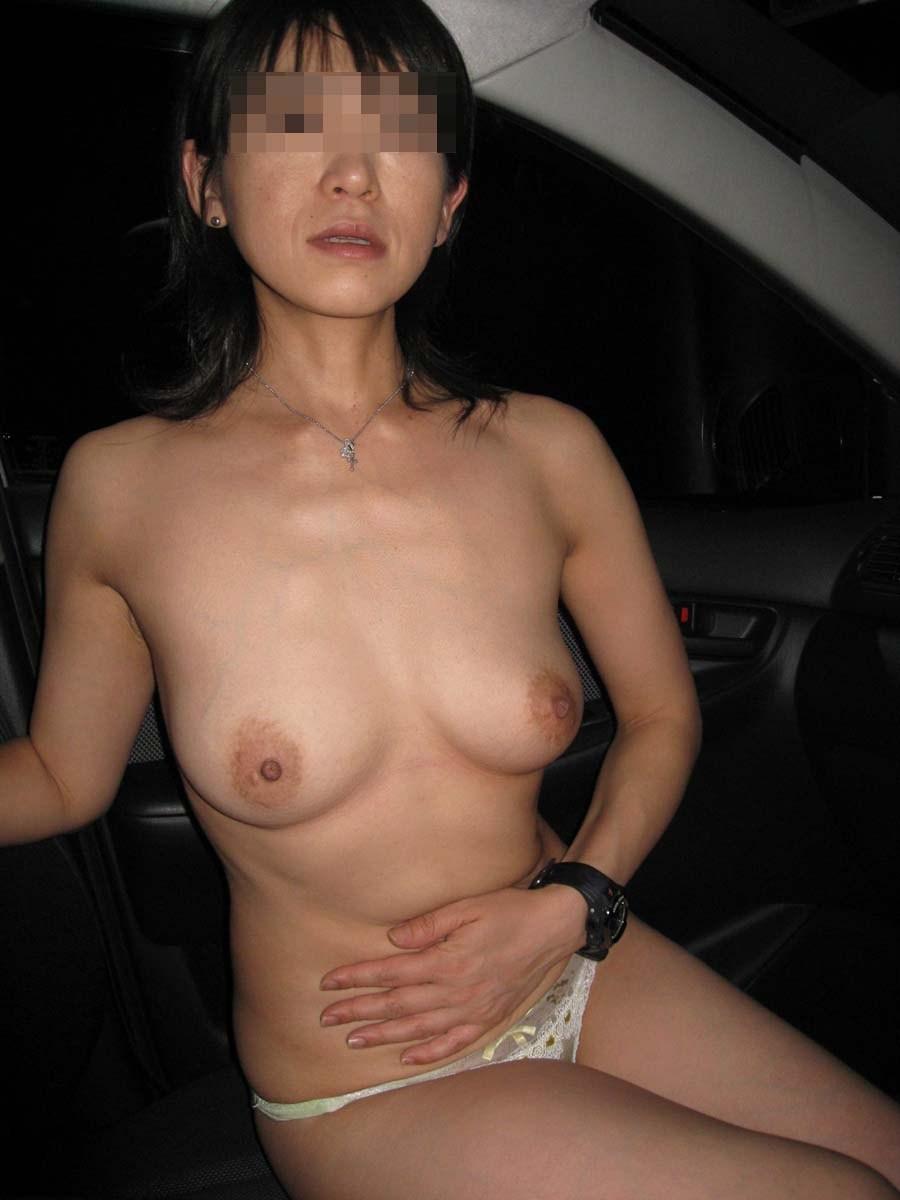 超熟人妻が不倫調教されてて放尿プレイするエロ画像6枚目