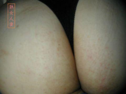 熟れた体で他人チンポを求めるTバック不倫人妻エロ画像16枚目