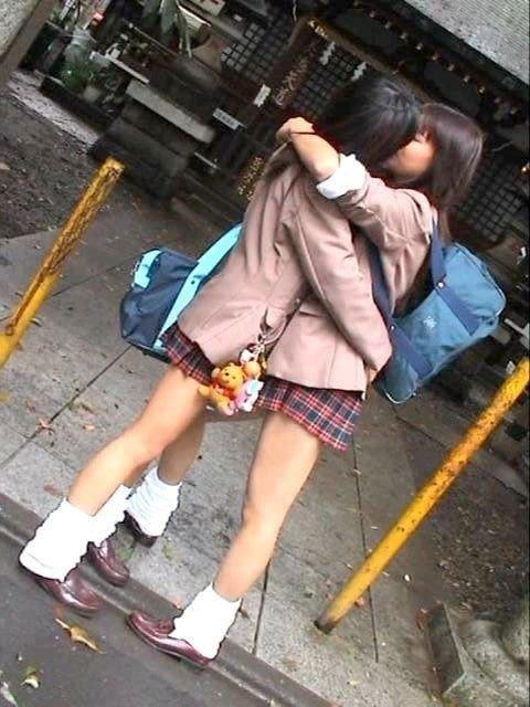 女子高生のレズクンニやレズキスありのエロ画像5枚目