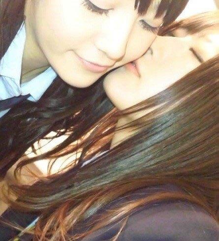 女子高生のレズクンニやレズキスありのエロ画像7枚目