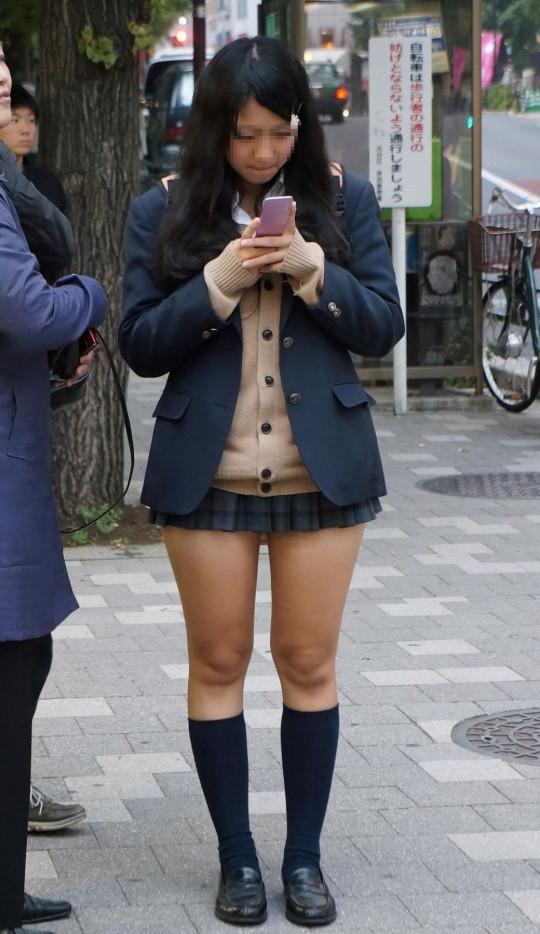 サテン下着のテカテカ制服jkのクロッチエロ画像2枚目