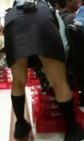 生パンツで働き逆さ撮り盗撮されたパチンコ店員画像4枚目
