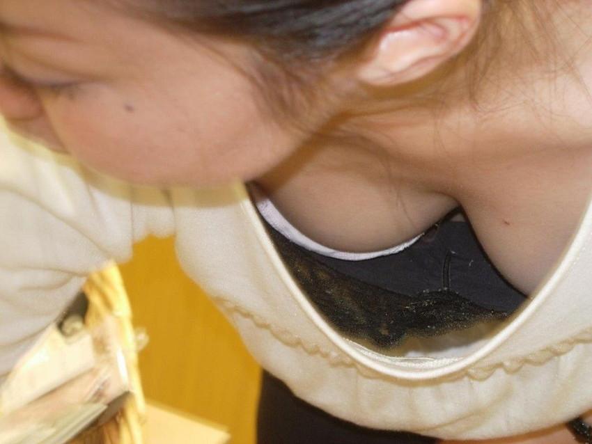 まだ膨らみ始めたばかりのjk胸チラ浮きブラ盗撮画像15枚目