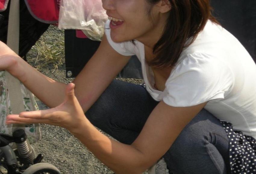 テスト前にリビングで勉強するjk妹の胸チラ盗撮画像10枚目