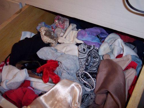 サテン下着が多めな女子大生の姉のタンス内盗撮画像11枚目