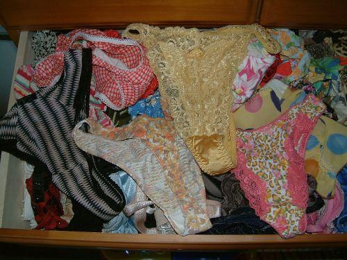 サテン下着が多めな女子大生の姉のタンス内盗撮画像12枚目