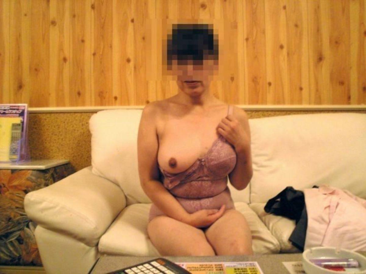 もう超熟なのにデカパイ巨乳な不倫人妻のエロ画像1枚目