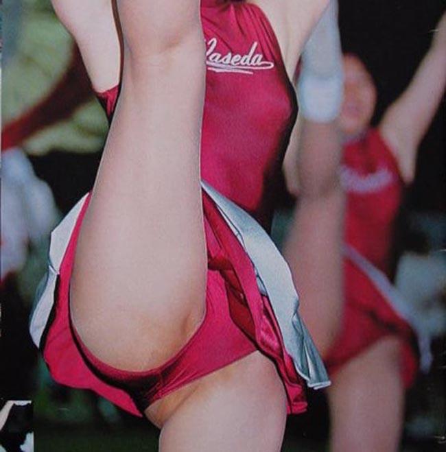 JKチアガールが甲子園で大股開きでのアンスコを盗撮エロ画像2枚目
