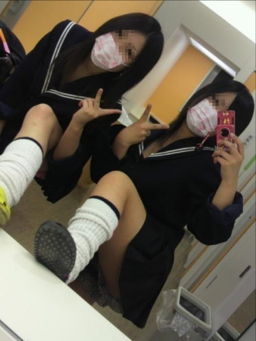 JK女子高生のおちゃめな自撮りエロ画像2枚目